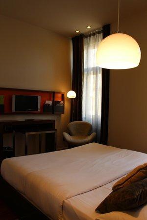 987 Design Prague Hotel : TV Corner
