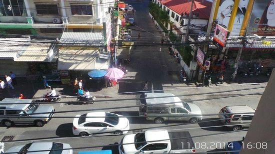 Cucumber Inn Suites: Street veiw