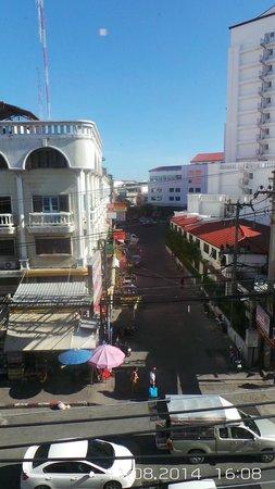 Cucumber Inn Suites: Looking down the street