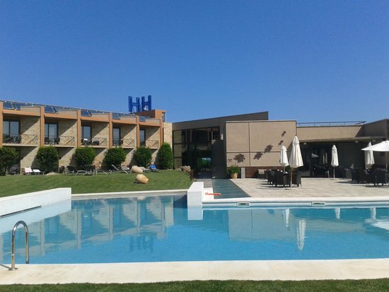 Hotel Albons: Habitaciones y piscina