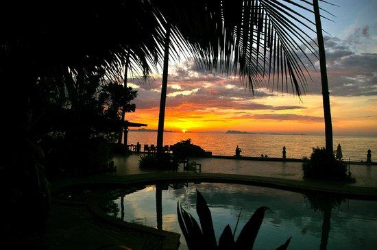 Kanok Buri Resort : Piscine