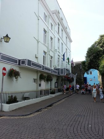 The Imperial Tenby Hotel: Hotel Entrance
