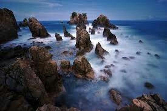 Tanggamus, Indonesia: Gigi Hiu. Orang menyebutnya dengan Batu Layar dan ada juga yg menyebutnya dengan Karang Pegadung