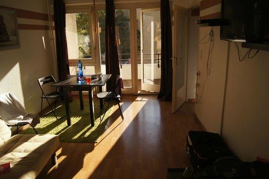 SchönLife Apartments: Гостиная