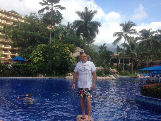 Barcelo Puerto Vallarta: In the hotel pool