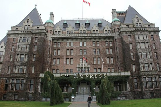 The Fairmont Empress: Postal card of Victoria