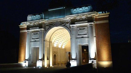 Menin Gate Memorial: Porte de Menin