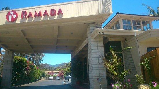 Ramada Santa Barbara: Entrance to the hotel.