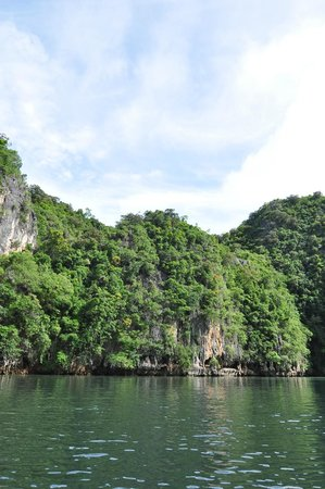 Two Sea Tour: Hong Island wilderness