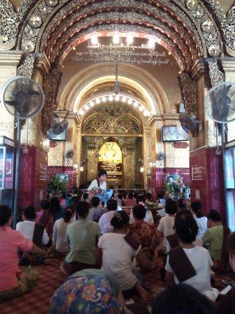 Mahamuni Pagoda: The Mahamuni Buddha