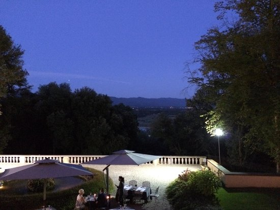 Villa Le Maschere: dinner with a view