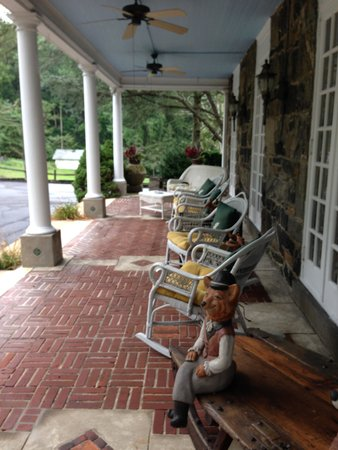Hamanassett Bed & Breakfast: Front Porch