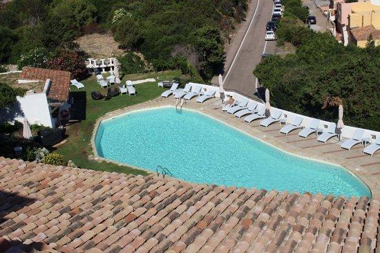 Hotel Luci di La Muntagna: Piscina vista dalla terrazza principale nei pressi del bar