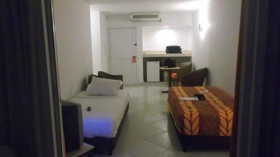 Decameron Cartagena: dormitorio Nº2 improvisado en el estar de la habitación.