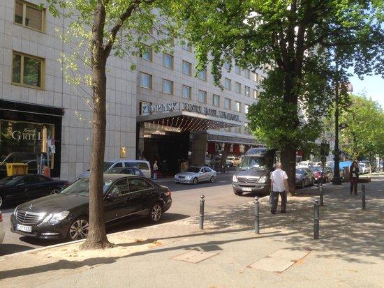 Kempinski Hotel Bristol: Front of hotelBristol Kempinski