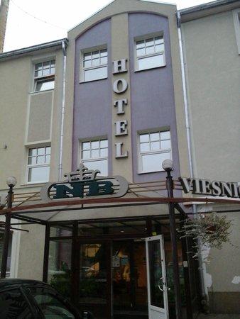 NB Hotel: Fachada del hotel NB