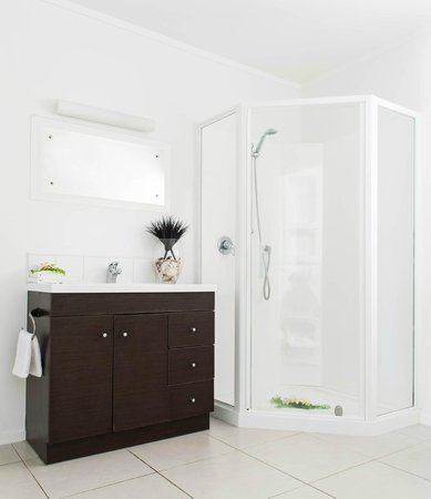 Makayla Palms: Tiana Bathroom
