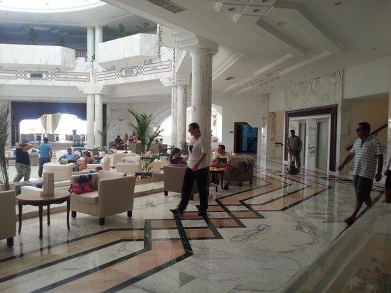 Djerba Plaza Hotel & Spa: Lobbi
