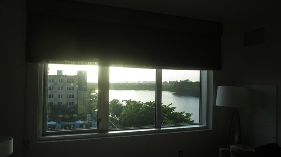 Element Miami International Airport: evening view from the room: the lake