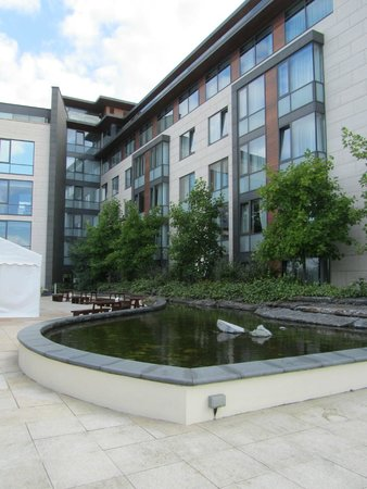 Radisson Blu Royal Hotel, Dublin: courtyard