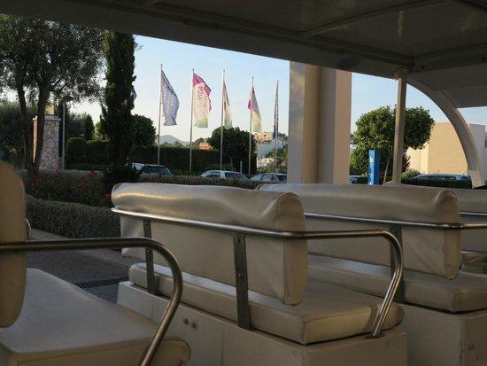 Blau Privilege PortoPetro Beach Resort & Spa : Buggie en la entrada