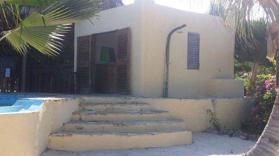The Zanzibari: piscina