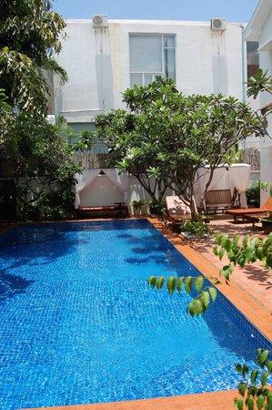 La Rose Boutique Hotel & Spa: Pool im Partnerhotel