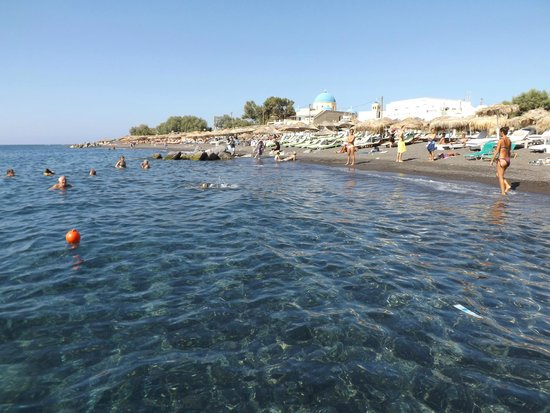 Perissa Beach : Clear waters