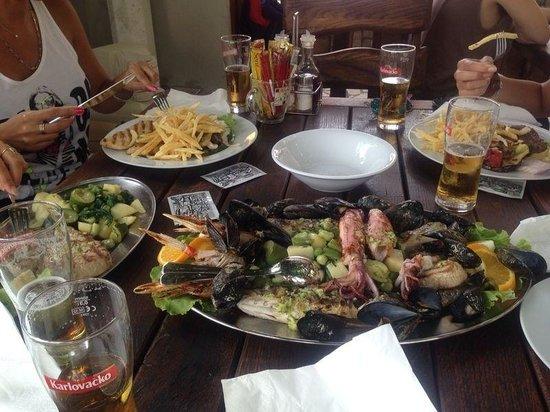 Lady Pi-Pi: Seafood platter