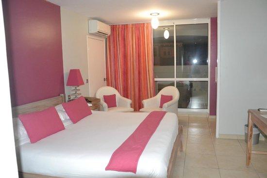 Hotel La Pagerie: Lit et salon