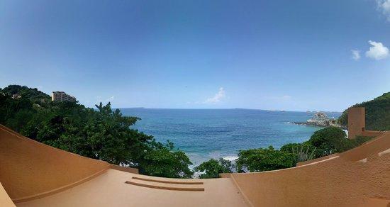 Las Brisas Ixtapa : vista desde las habitaciones de abajo