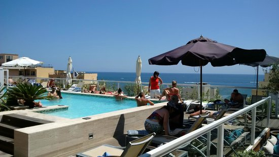 The George Hotel: Pool on the roof