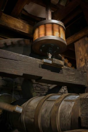 Plimoth Grist Mill: Grist Mill Reduction Gear in Motion