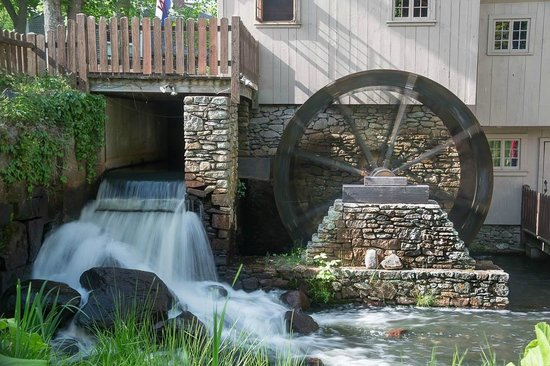 Plimoth Grist Mill: Water Wheel