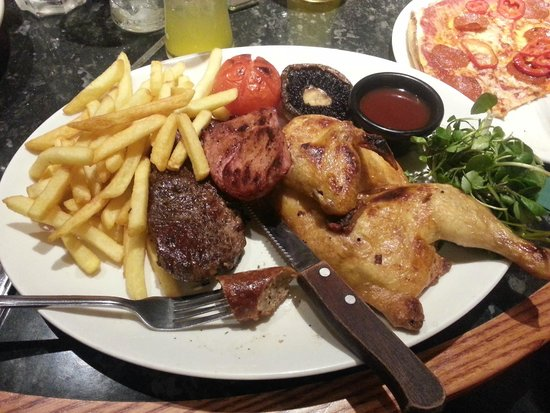 Frankie & Benny's New York Italian Restaurant & Bar - North Shields : Mixed Grill & Slightly out of shot pepperoni pizza