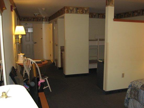 Blue Gate Garden Inn - Shipshewana Hotel: My room was very long & comfortable
