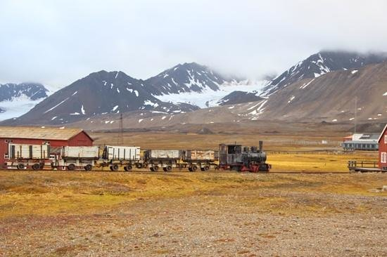 Ny Ålesund + The most Northern Town : old train