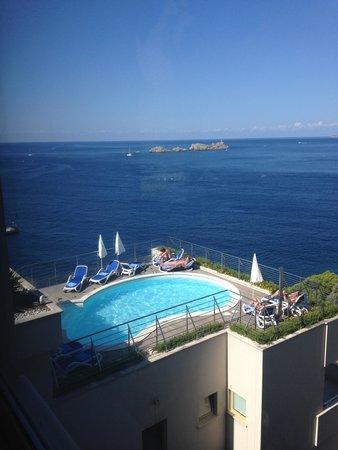 Hotel More: Small pool area