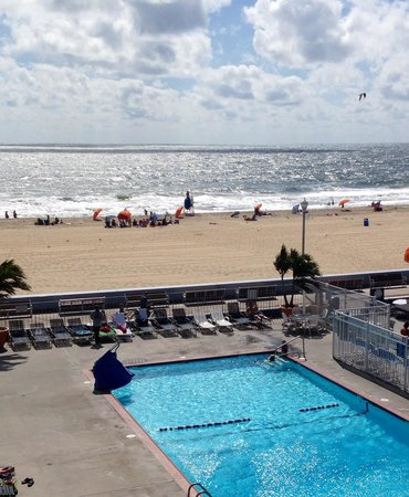 Flagship Hotel Oceanfront: The view from our room
