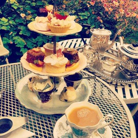 Middleton Post Office Tea Parlour : beautiful cakes