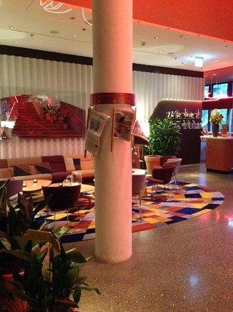 25hours Hotel Zürich West: lobby