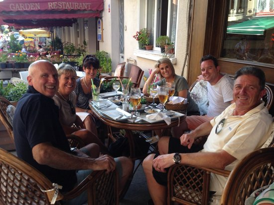 Millennium Suites : Drinks out the front - great service