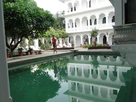 Amet Haveli : Pool by the room