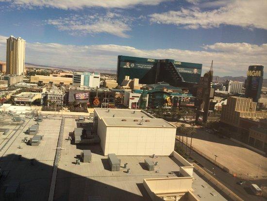 Monte Carlo Resort & Casino : Vista al Strip de Las Vegas