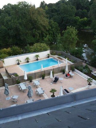 Best Western Plus Villa Saint Antoine Hotel & Spa: vue sur la piscine et la terrasse d'en haut