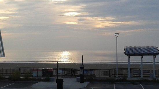 Beach View Inn : gorgeous sunrise