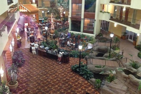 Embassy Suites by Hilton Memphis: Breakfast buffet