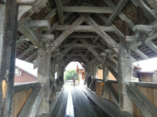 Gasthaus Steinbock: Through the bridge.