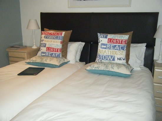 Bed & Breakfast by the Beach: Twin Room