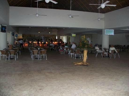 BlueBay Grand Esmeralda: Sports bar